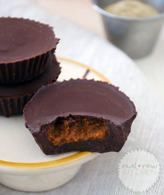 raw chocolate pumpkin cups